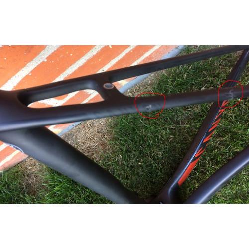 Reparation af skråstræber i højre side på carbon cykel